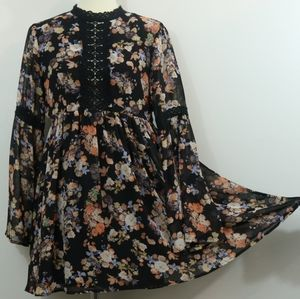 Essue Floral Print Chiffon Keyhole Back Dress